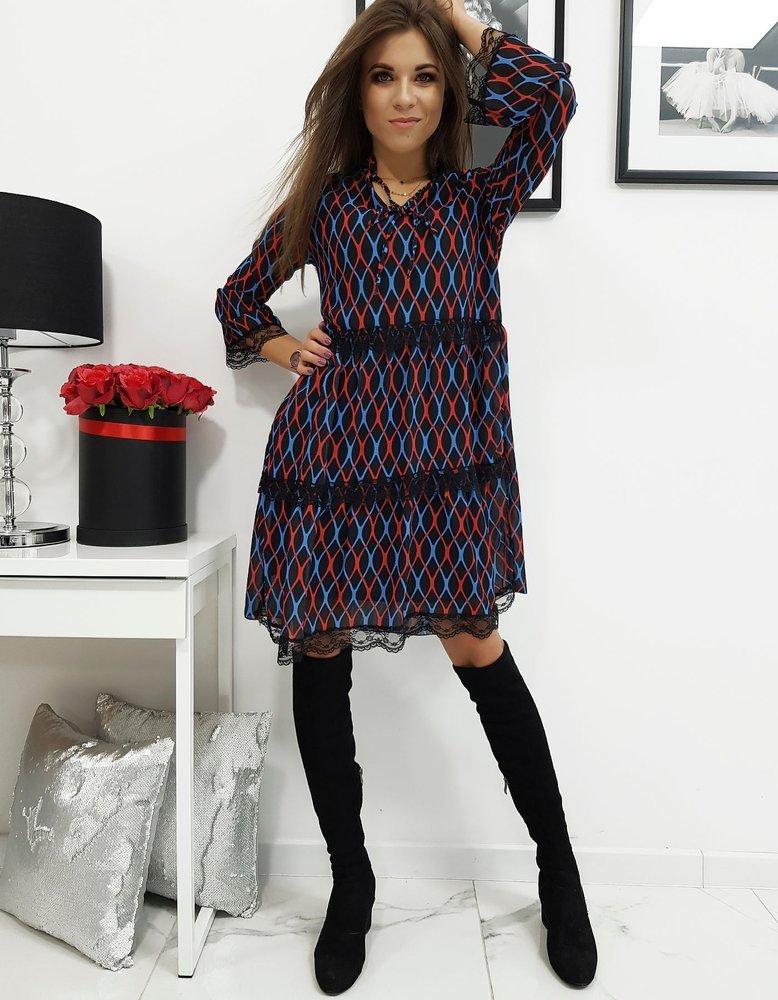 Čierne šaty so vzorom