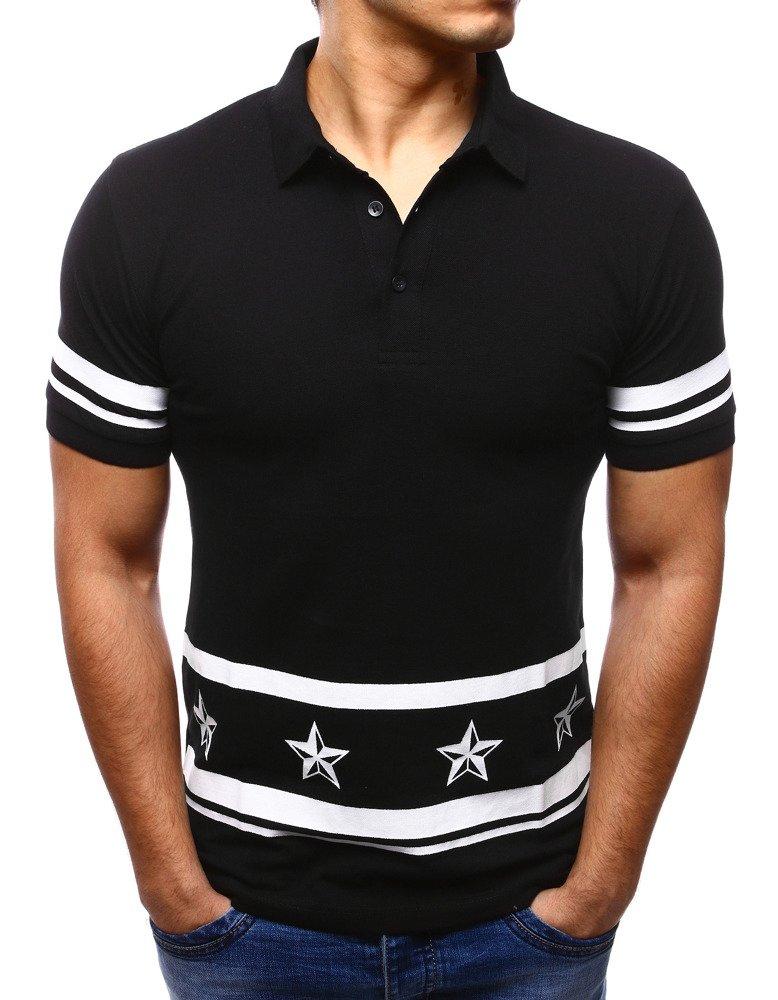 W sytuacjach bardziej oficjalnych warto wybrać koszulki męskie polo o tradycyjnym kroju z wykładanym kołnierzykiem, które można zakładać nie tylko do jeansów, ale także do eleganckich spodni materiałowych, na przykład chinosów. Taka koszulka to uniwersalna propozycja, która sprawdzi się podczas rodzinnego obiadu i gry w golfa.