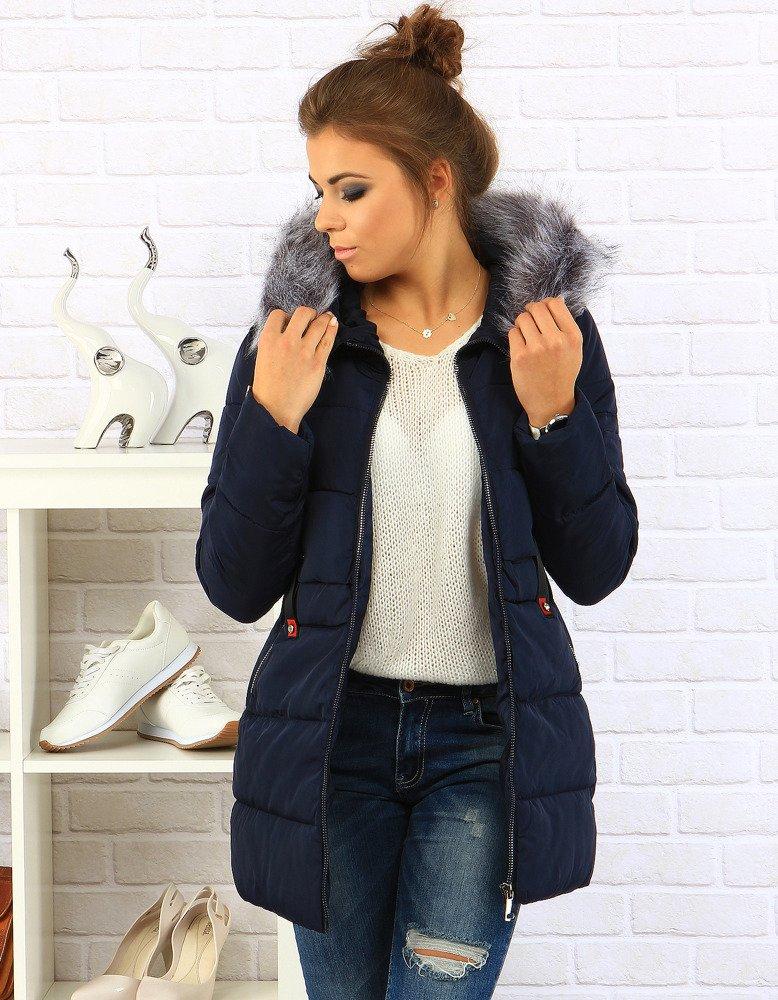 Ciepła kurtka na zimę to najważniejszy element zimowej garderoby. U nas znajdziesz ocieplane kurtki z futerkiem, kapturem, czy zimowe pikowane kurtki. Dłuższe kurtki na pewno będą cieplejsze, natomiast krótkie pikowane kurtki to hit ostatnich sezonów.