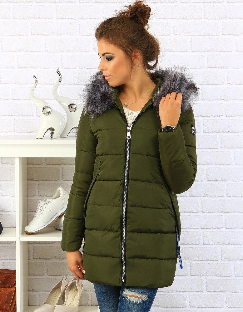 Damska kurtka pikowana to jedyny wybór, jeśli szukamy klasycznej kurtki, która nigdy nie wyjdzie z mody. Jest ona wygodna i chroni przed niekorzystnymi warunkami atmosferycznymi. Taka kurtka sprawdza się zarówno wiosną, jak i jesienią czy zimą.