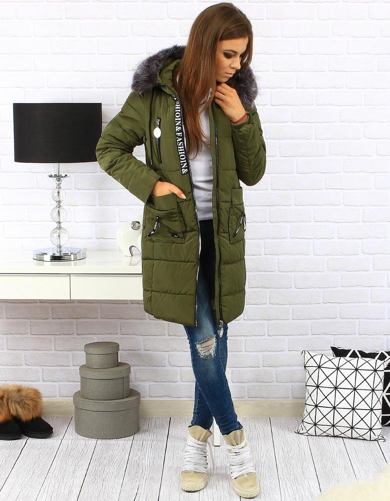 Pikowana kurtka, parka z kapturem, skórzana ramoneska czy dwustronna kurtka na futerku – wybór należy do Ciebie! Płaszcz z kożuszkiem to pozycja obowiązkowa na zimę! Co roku przed sezonem jesienno-zimowym przymierzasz się do wyboru okrycia wierzchniego, które ma być praktyczne, dawać ciepło, a jednocześnie wyglądać olśniewająco.
